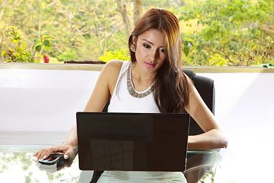女人,使用手提电脑,商务人士,工作母亲,加大号尺寸模特,丰满,办公室,美,笔记本电脑,拉美人和西班牙裔人