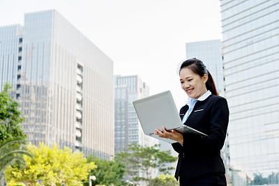 女商人,使用手提电脑,亚洲,留白,半身像,套装,经理,仅成年人,现代,专业人员