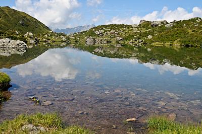 湖,格拉鲁斯州,水,水平画幅,无人,夏天,户外,草,瑞士阿尔卑斯山,彩色图片