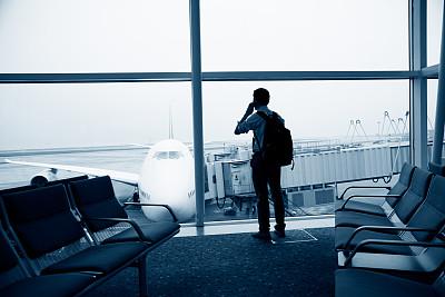 机场出发区,留白,座位,旅行者,男商人,仅成年人,门厅,地板,商务,全身像