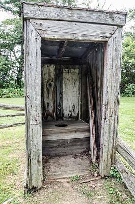 临时性厕所,古董,卫生间,过时的,后院,里面翻到外面,乡巴佬,尿液,原始主义,公共厕所