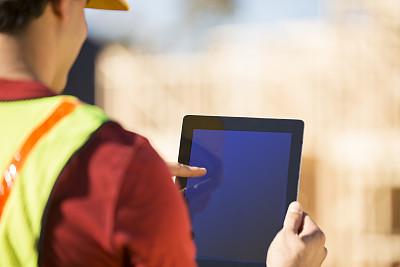 平板电脑,建筑工地,职业,经理,过肩视角,房地产开发商,调查员,设备屏幕,显示器,质检人员