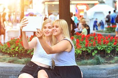奶酪,贝尔格雷德,青少年,在线聊天,休闲活动,电子商务,网上冲浪,青年人,技术,街道
