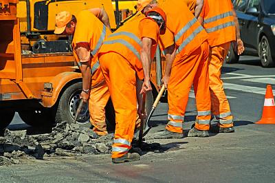 道路工程,路锥,中庸,反光服,30到39岁,水平画幅,市区路,建筑设备,忙碌,户外