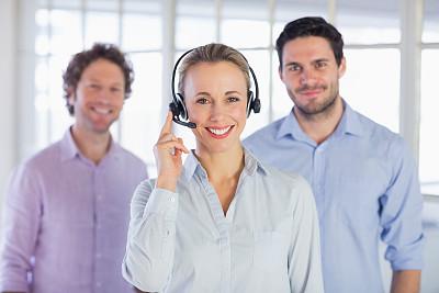 耳麦,女商人,呼叫中心,正面视角,男商人,男性,仅成年人,明亮,青年人,专业人员
