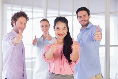 信心,商务,做手势,翘起大拇指,幸福,团队,正面视角,智慧,30岁到34岁,男商人
