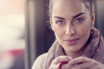 青年女人,咖啡,自然美,咖啡店,热饮,饮料,仅成年人,青年人,白日梦,时髦的