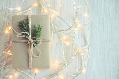 圣诞礼物,线绳,圣诞小彩灯,新年,古老的,古典式,乡村风格,工艺品,白色,彩色图片