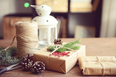 圣诞礼物,桌子,木制,住宅内部,纸灯笼,新年,古老的,古典式,乡村风格,线绳