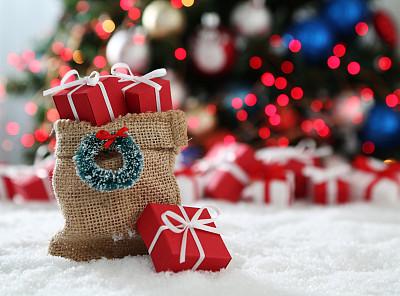 背景聚焦,花环,贺卡,留白,圣诞卡,水平画幅,雪,无人,圣诞树