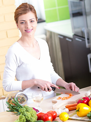 蔬菜,白葡萄酒,垂直画幅,正面视角,休闲活动,素食,椒类食物,家庭生活,健康,西红柿