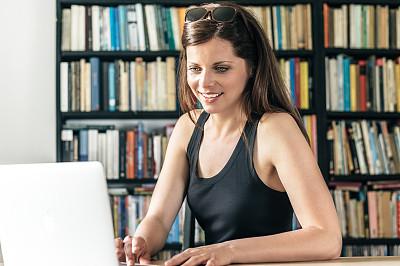 青年人,女商人,使用电脑,自然美,忙碌,仅成年人,现代,专业人员,衬衫,技术