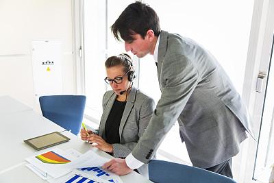 商务,平板电脑,青年人,职业,办公室,30到39岁,笔记本电脑,水平画幅,会议,商务会议