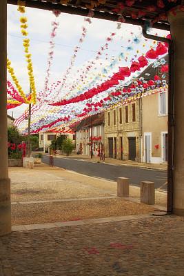 装饰旗,街道,小的,乡村,法国,户外,花卉花环,彩色图片,城镇