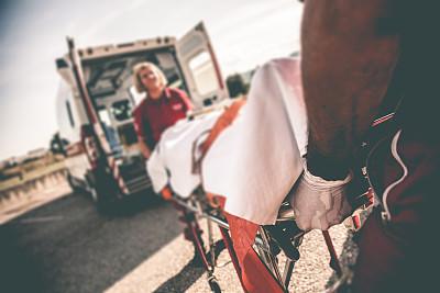 街道,医科学生,体育团队,急救员,急救服务职业,担架,氧气面罩,不幸