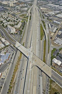 高架道路,滑板坡道,皮卡车,垂直画幅,透过窗户往外看,郊区,半空中,交通,交通方式,方向