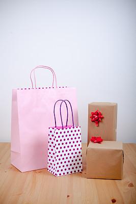 圣诞礼物,圣诞包装纸,垂直画幅,牛皮纸,无人,蝴蝶结,新年,工艺品,圣诞装饰物