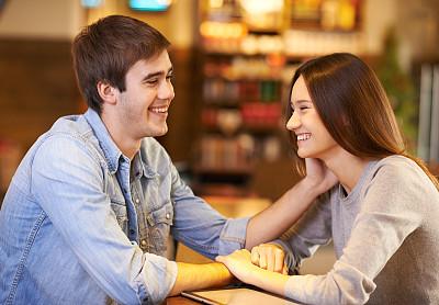 深情的,咖啡馆,青年伴侣,平板电脑,美,咖啡店,水平画幅,美人,伴侣,饮料