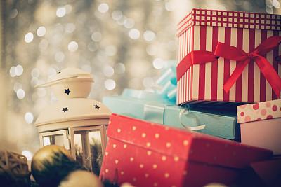 礼物,圣诞礼物,灯笼,水平画幅,雪,无人,新年,特写,圣诞装饰