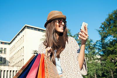 日光,白昼,留白,夏天,电子商务,仅成年人,青年人,购物狂,女人,拍摄场景