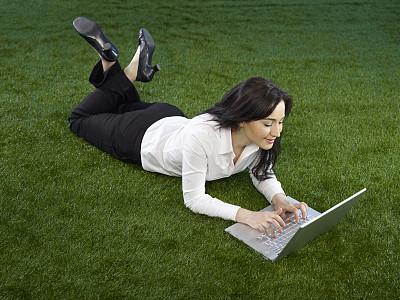 商务关系,周末活动,草,仅成年人,自由,青年人,白色,技术,计算机,商务