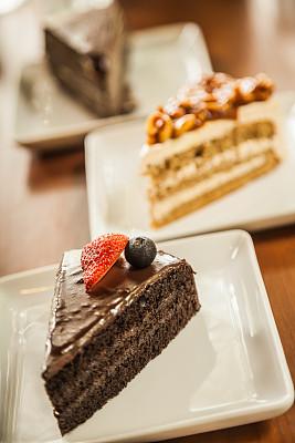 蛋糕,切片食物,太妃糖,巧克力蛋糕,垂直画幅,咖啡馆,无人,奶油,饮料,小吃