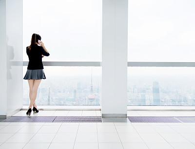 手机,女商人,留白,套装,经理,仅成年人,现代,青年人,专业人员,公司企业
