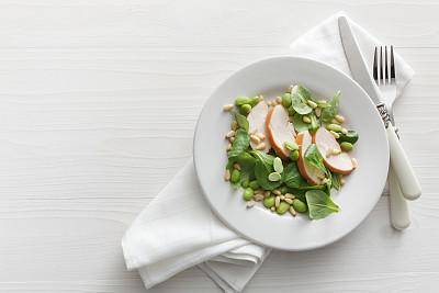 野苣,大豆,鸡肉,沙拉,松籽,鸡丁沙拉,熏鸡,杂菜色拉,留白,水平画幅
