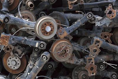 发动机,有凹痕的,废金属,废旧汽车场,机器活塞,保险杠,挡风玻璃,古老的,家庭生活