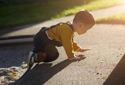 户外,男孩,进行中,幼儿,亚洲,12到17个月,公园,水平画幅,草,童年