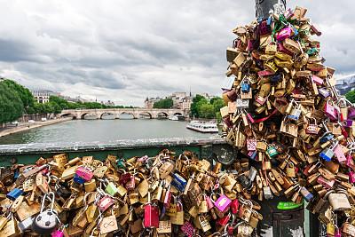 挂锁,艺术桥,卢浮宫,情锁,运河水闸,巴黎,塞纳河,选择对焦,灯笼,水平画幅