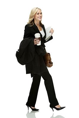 不看镜头,女商人,垂直画幅,美人,一次性杯子,套装,白人,文档,仅成年人,白领