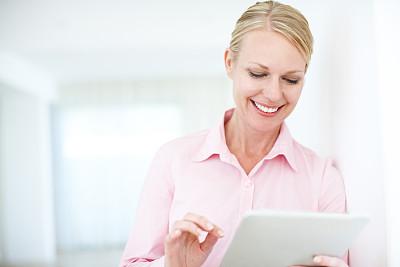 商务,自带设备,留白,半身像,电子邮件,新创企业,仅成年人,现代,网上冲浪