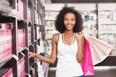 化妆用品,购物中心,埃塞俄比亚人,青少年,彩妆,顾客,商店,非裔美国人,仅成年人,青年人