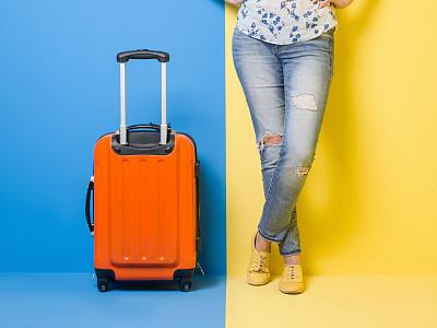 手提箱,女人,留白,四肢,水平画幅,腰部以下,古典式,腿,行李,仅成年人
