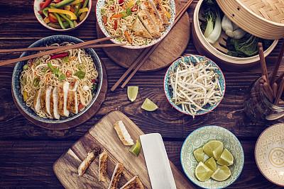 鸡肉面条汤,炒面,鸡汤,中国食品,日本拉面,胡萝卜,葱,水平画幅,无人,芫荽叶