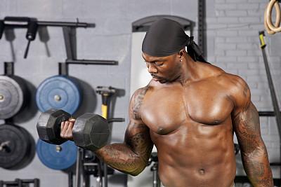 举重训练,哑铃,焦点,松弛练习,卷着的,黑色,前臂,力量举重,正面视角,半身像