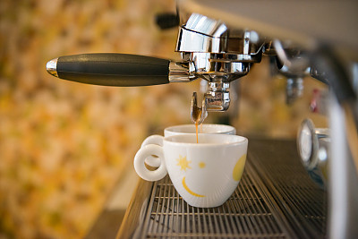 咖啡店,浓咖啡,咖啡师,磨咖啡机,咖啡机,饮食,咖啡馆,水平画幅,人,特写