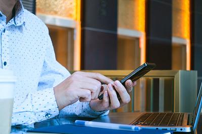 男商人,手机,半身像,电子商务,经理,男性,仅男人,仅成年人,眼镜,青年人