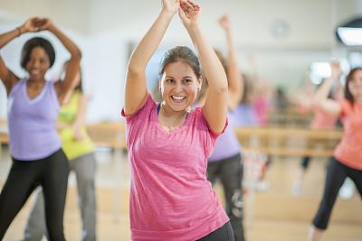 女人,舞蹈,体育课,尊巴,氨纶,世界各国音乐,背心,休闲活动,非裔美国人,青年人