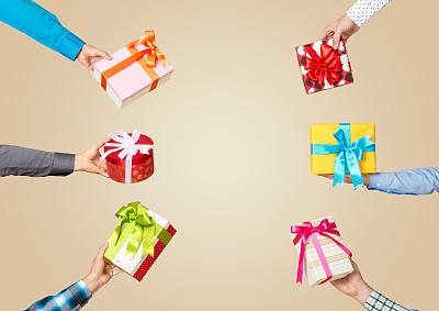 组物体,手,拿着,包装纸,礼物,惊奇,留白,褐色,水平画幅