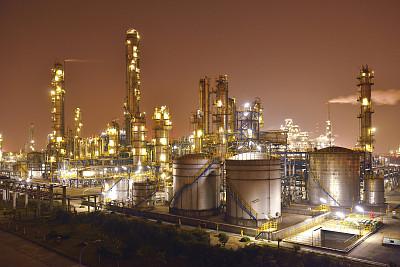 化工厂,精炼厂,石油化工厂,正面视角,天空,水平画幅,高视角,能源,夜晚,无人