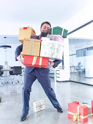 男商人,包装纸,陈列室,商务关系,垂直画幅,正面视角,半身像,仅成年人,青年人,专业人员