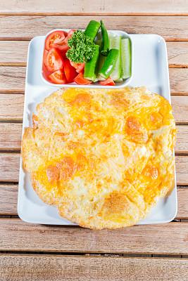 蛋卷,绿胡椒子,青椒,煎蛋,垂直画幅,选择对焦,奶制品,无人,椒类食物,膳食