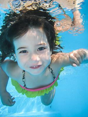 水下,垂直画幅,水,美,学龄前,休闲活动,美人,游泳池,夏天,户外