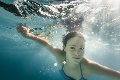 水下,女孩,呼吸气 ,拿着,摒住呼吸,里约热内卢,水,休闲活动,夏天,周末活动