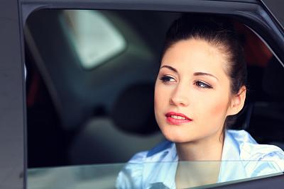 透过窗户往外看,美,水平画幅,美人,陆用车,黑发,交通方式,白人,图像,特写