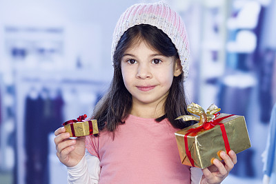 女孩,包装纸,正面视角,水平画幅,注视镜头,白人,圣诞礼物,特写,商业金融和工业