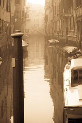 运河,早晨,雾,威尼斯,康那雷乔区,莫奈,印象主义,快艇,棕褐色调,垂直画幅