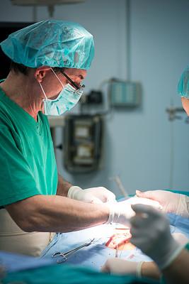 外科手套,垂直画幅,面罩,医疗工具,白人,男性,保护工作服,医药职业,专业人员